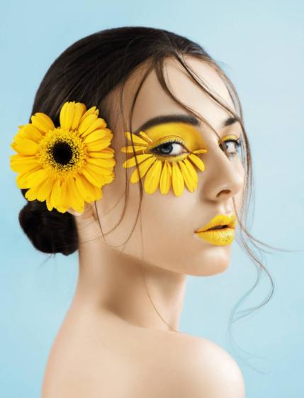 放弃学业学一门技术是不是也是一个不错的选择?化妆行业怎么样?
