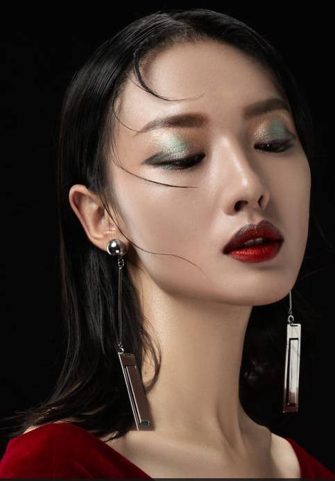学习化妆做专业的化妆师可以从事哪些工作?