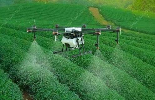智能科技与农业结合,自动喷洒机完成大量农田工作